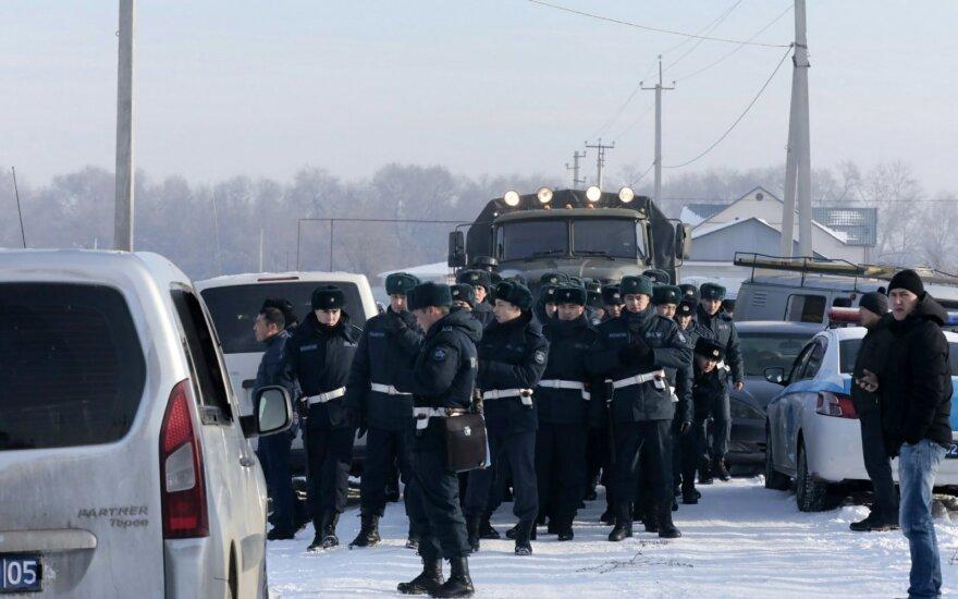 В МВД Казахстана назвали три версии причин крушения пассажирского самолета в Алма-Ате
