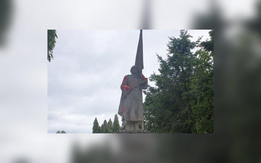 Мэр Кедайняй об осквернении памятника советскому солдату: это – случай хулиганства