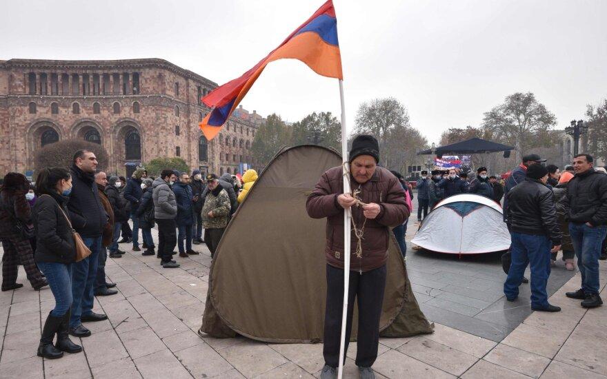 Армения после войны и перед выборами: карантин есть, но люди выходят на митинги
