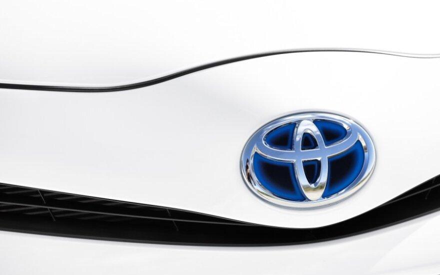 В Интернет попал первый снимок новой Toyota Corolla