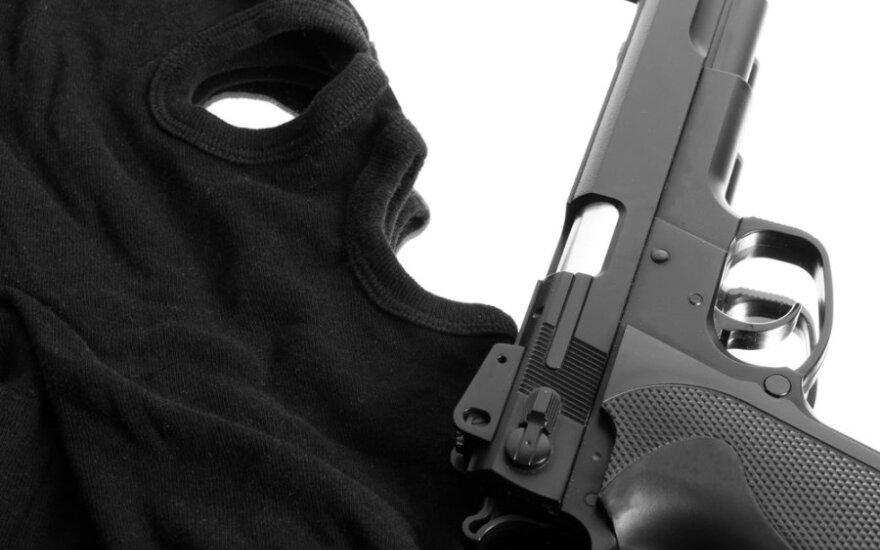Неизвестные вооруженные люди захватили банк в центре Киева