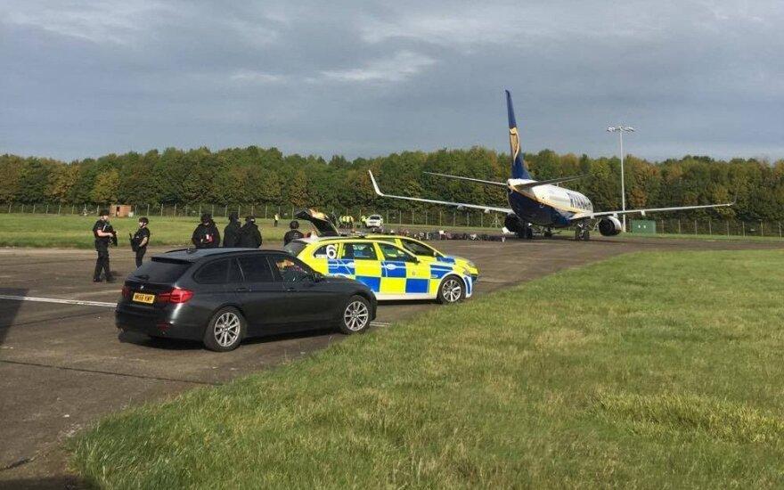 В Великобритании самолет Ryanair из Каунаса сопровождали истребители