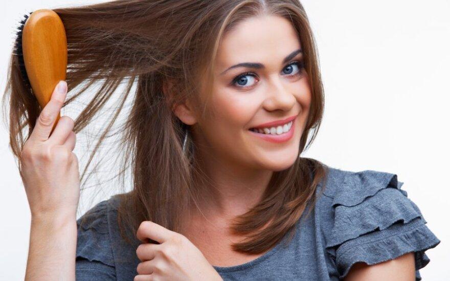 Выпадение волос: причины, лечение и народные средства