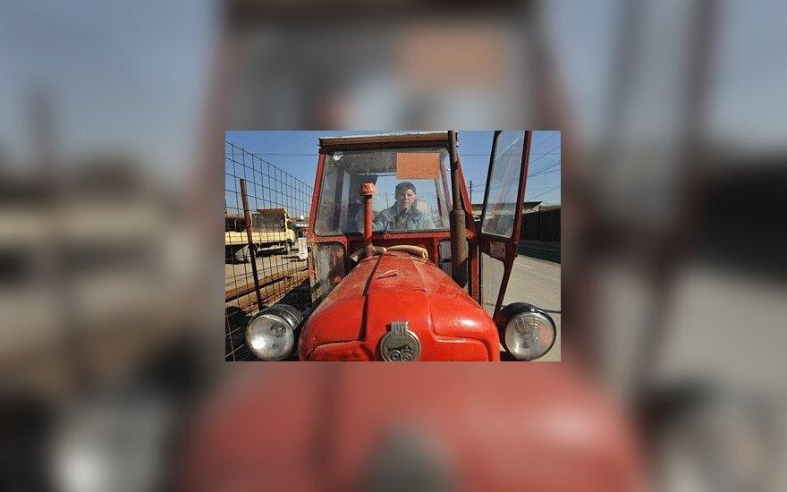 Латвийские крестьяне едут в Ригу на тракторах