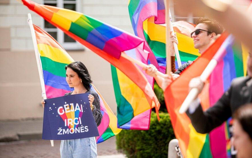 Под окнами у президента Литвы развевались радужные флаги: звучал призыв выполнить обещание