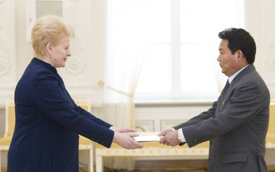 Dalia Grybauskaitė priima Šiaurės Korėjos ambasadoriaus Pak Kwang Cholo skiriamuosius raštus