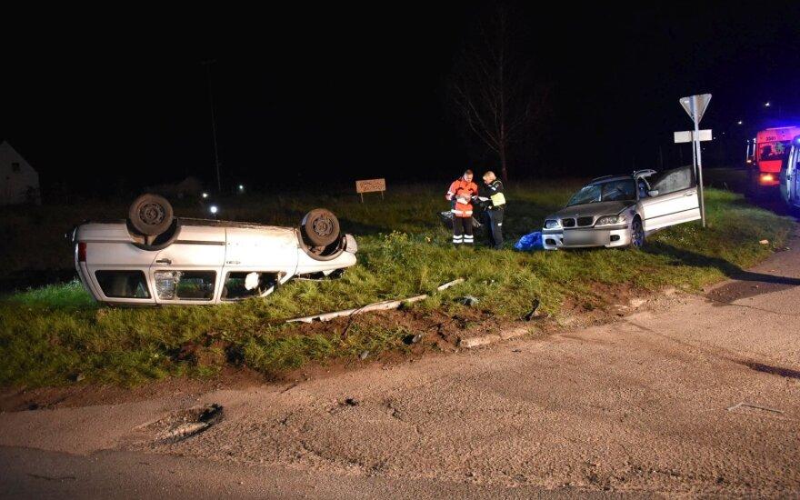 Жуткое ДТП в Пренай: столкнулись BMW и VW Golf, погибла девушка