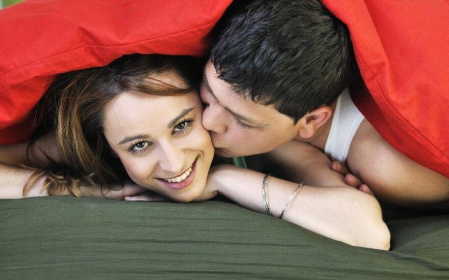 Объятиям в постели – нет