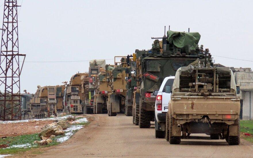 Российские военные: Турция перебросила в Сирию многокилометровые колонны боевой техники и боеприпасов