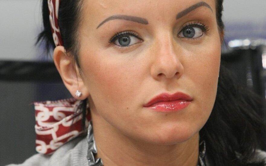 """ФОТО: лицо Юлии Волковой стало """"неживым"""" из-за уколов"""