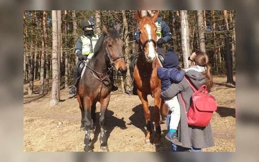 В литовские парки выехала конная полиция