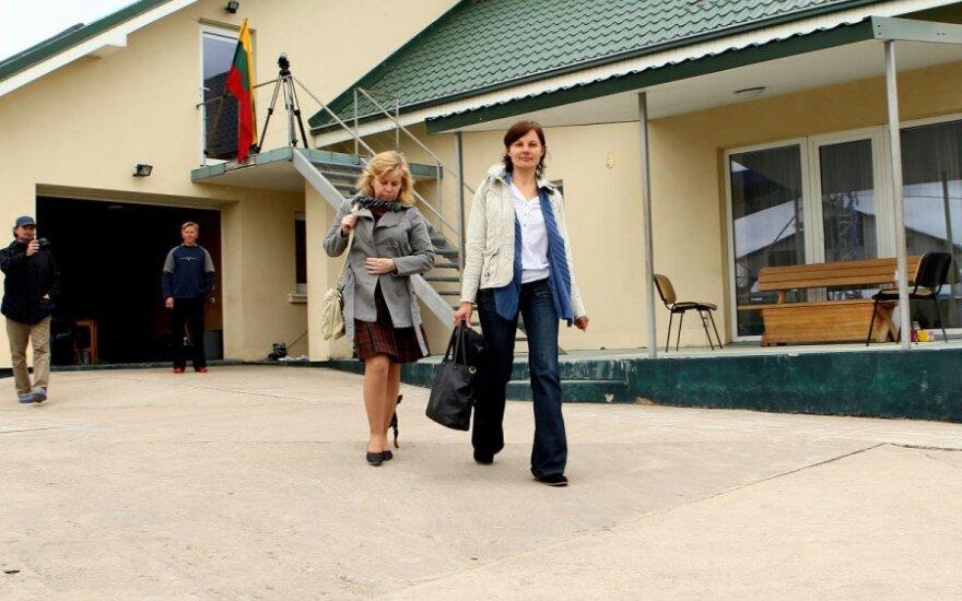 Vaiko teisių apsaugos tarnybos specialistės aplankė Laimutės Stankūnaitės ir Drąsiaus Kedžio dukrą