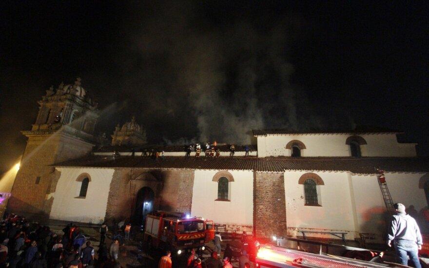 Пожар сильно повредил барочную церковь XVI века в Перу