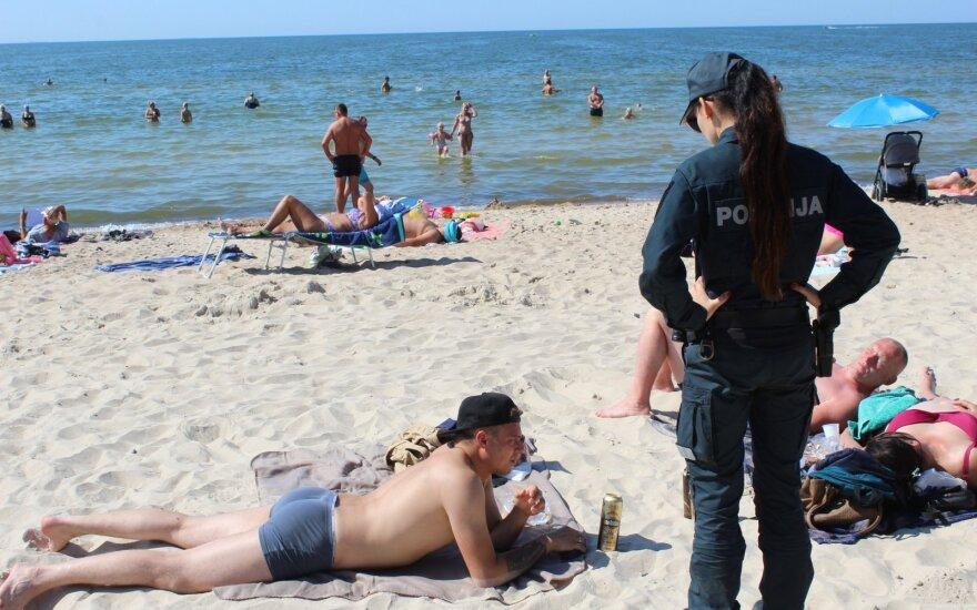 Рейд на пляжах Паланги: алкогольные напитки никуда не делись, выпивающие защищают свои права
