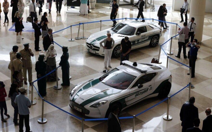 В полицию Дубая пришли еще два суперкара