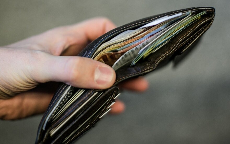 Зарплата в Беларуси не растет. Почему это хорошо