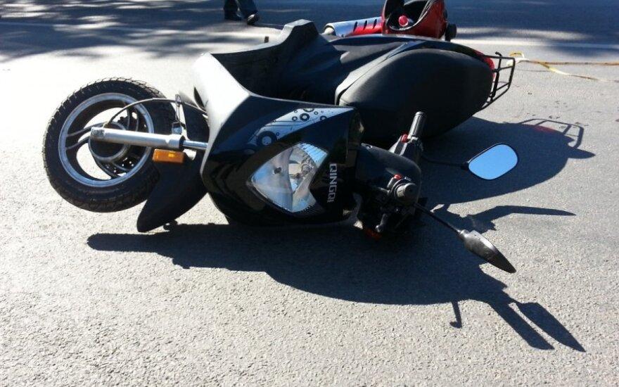 Подросток на мотороллере попал в аварию