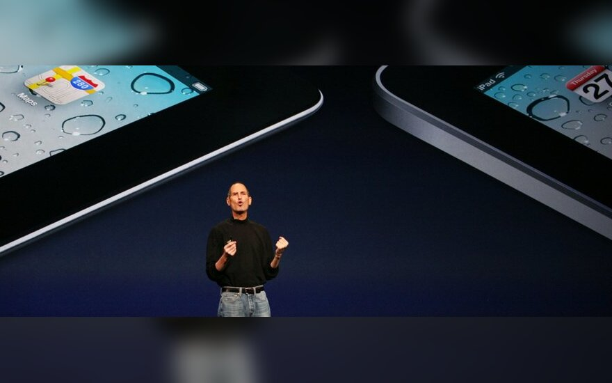 Steve'as Jobsas pristato iPad2