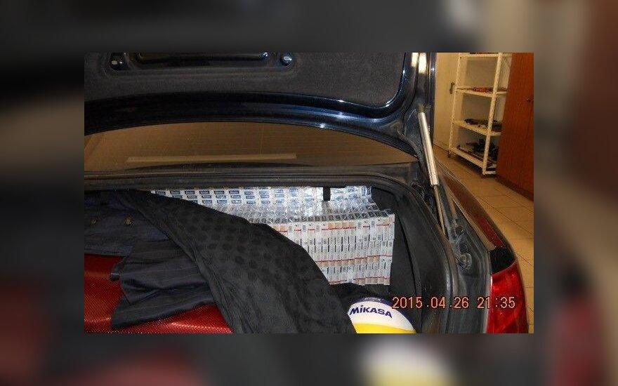 Автомобиль латвийского посольства был нафарширован контрабандными сигаретами
