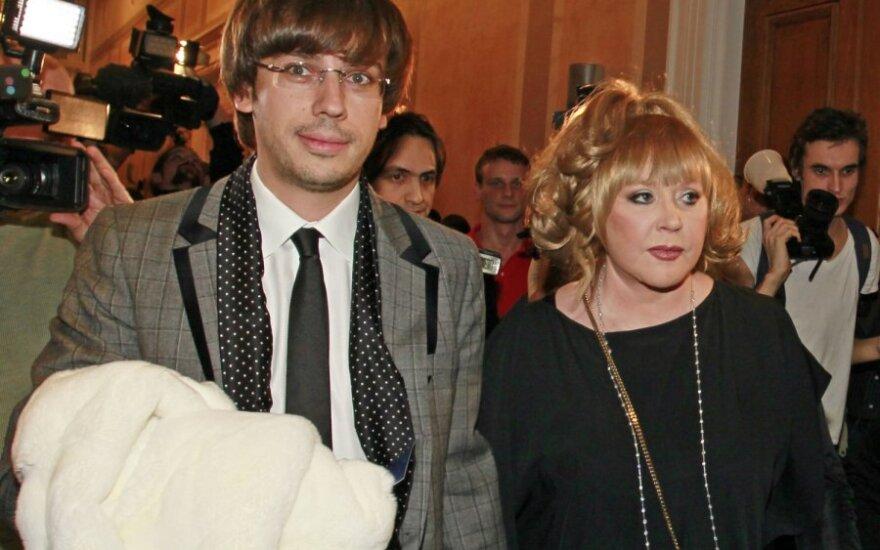 Пугачева и Галкин отметили Новый год в новом замке