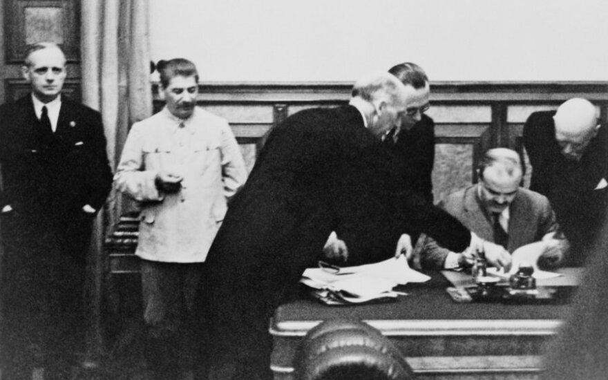 Molotovo-Ribentropo pakto pasirašymas