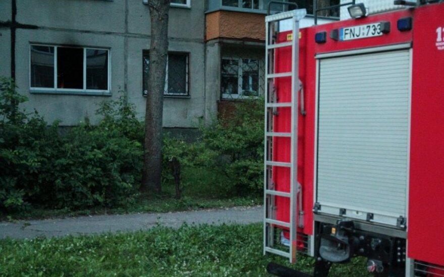 В Каунасе загорелся дом, пострадала женщина