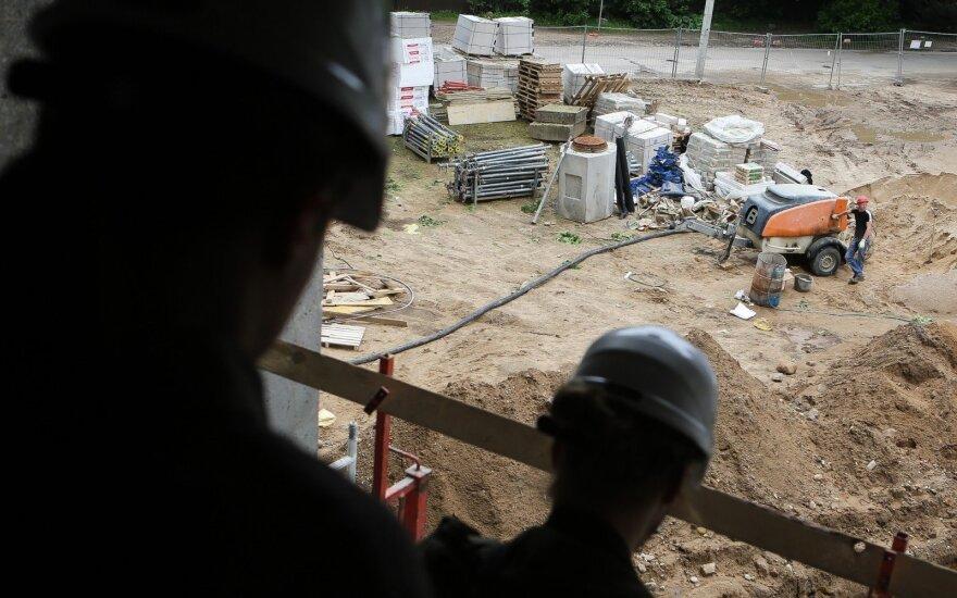 Глава ассоциации: никто в Литве на стройке за 700 евро работать не хочет