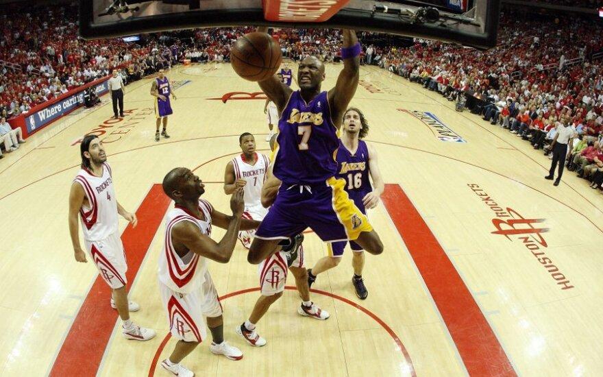 """NBA """"Rockets"""" ir """"Lakers"""" klubų mačas Hjustono """"Toyota Center"""" arenoje"""