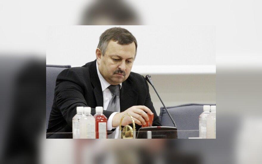 Политики подозревают, что Навицкас по-хорошему с поста не уйдет