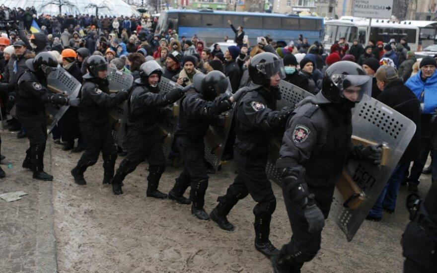 Сенат США пригрозил властям Украины санкциями
