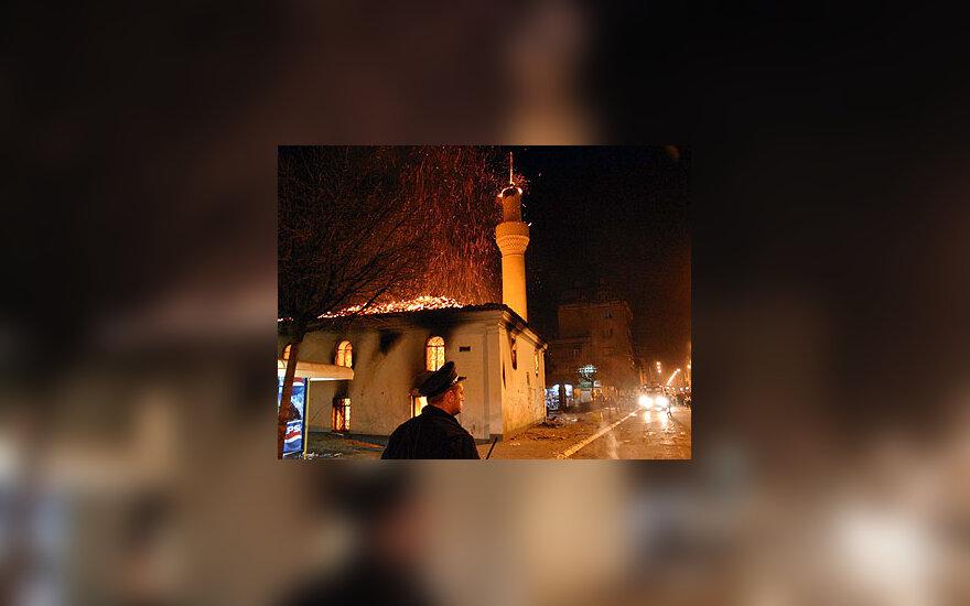 Padegta mečetė Kosove