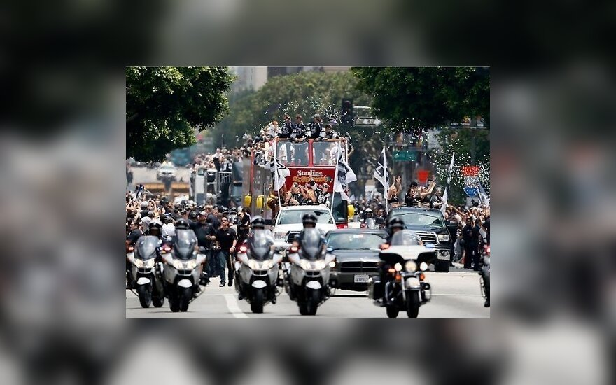 """В США прошел парад в честь """"Лос-Анджелес Кингз"""""""