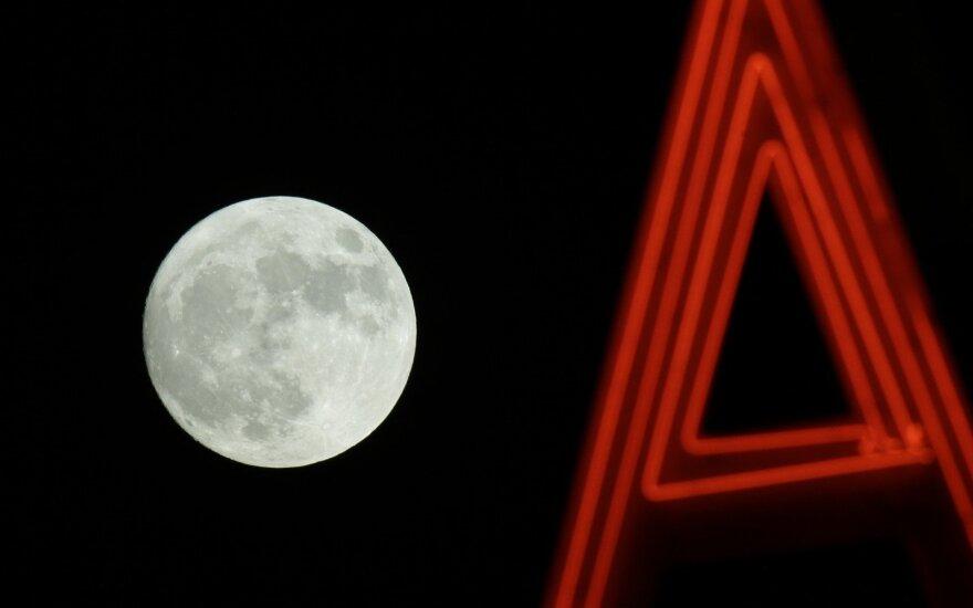 Суперлуние: самая большая луна за последние 70 лет