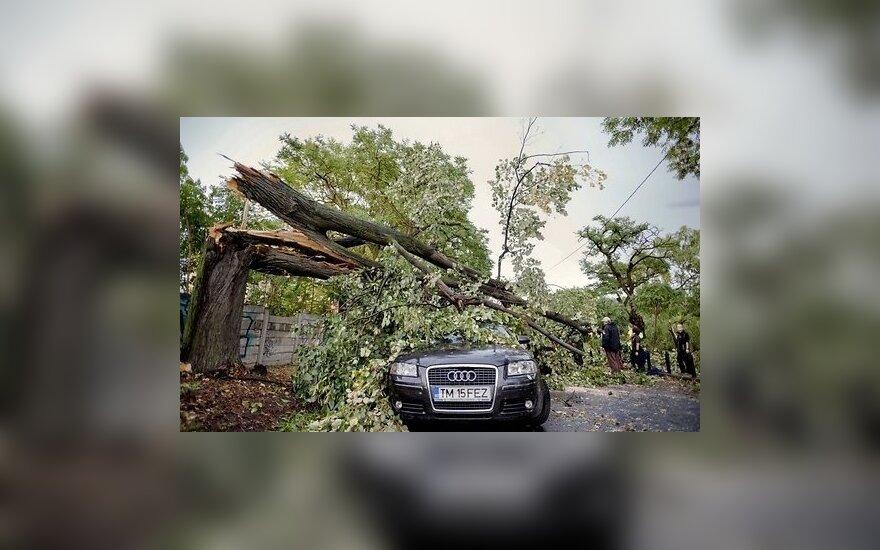 Мощный ураган внезапно обрушился на Румынию: погибли 8 человек
