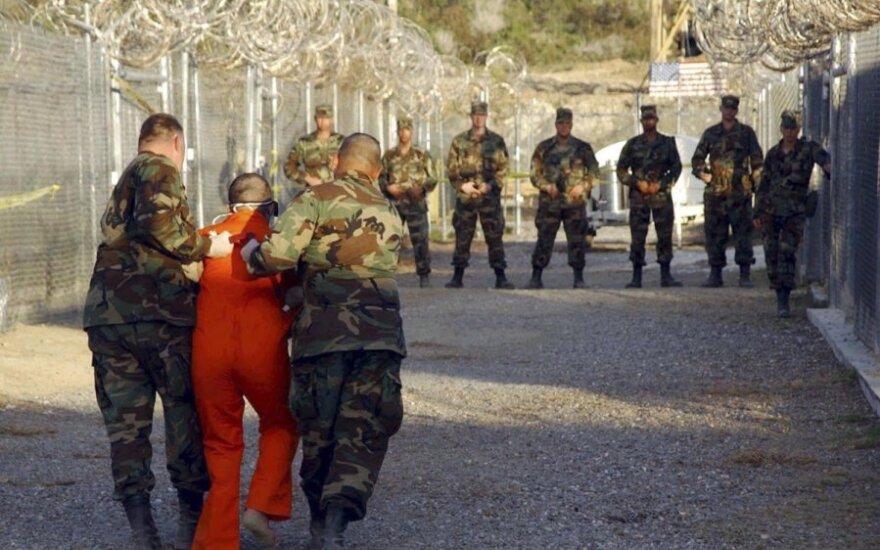 Военных врачей обвинили в пытках заключенных в тюрьмах ЦРУ и Пентагона