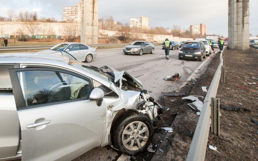 Крупная авария в Вильнюсе: повреждены несколько машин, есть пострадавшие