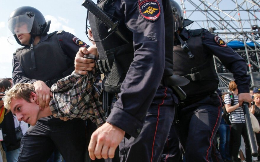 """После разгона митинга: Путин похвалил правительство за """"настрой на диалог"""" с людьми"""