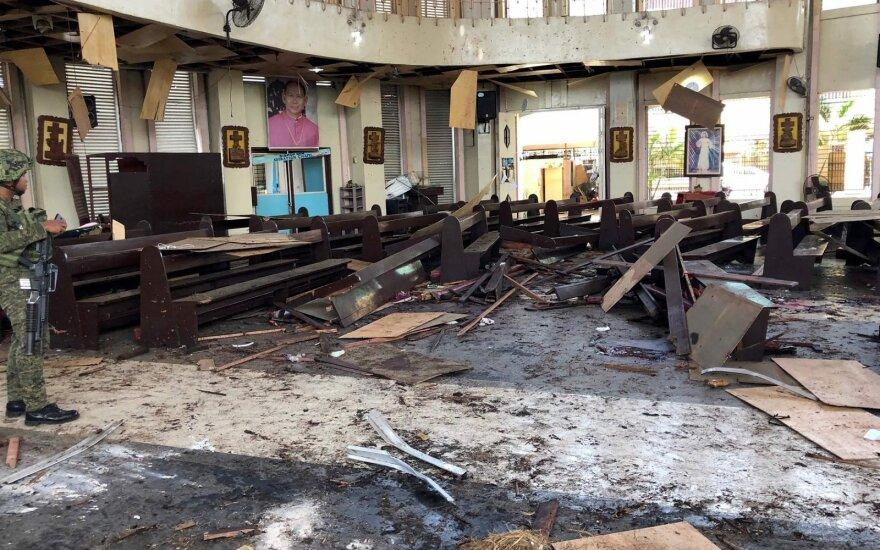 Pietų Filipinuose per du sprogimus bažnyčioje žuvo 17 žmonių