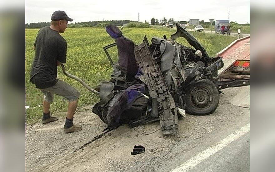 В аварии у Пакруойиса погибли три человека