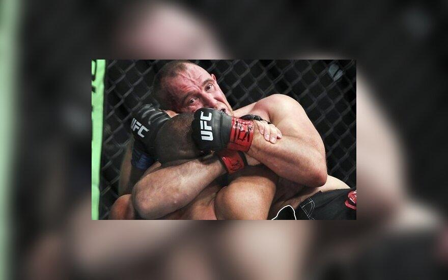 """Российский боец первым в UFC выиграл с помощью """"удушения Иезекииля"""""""