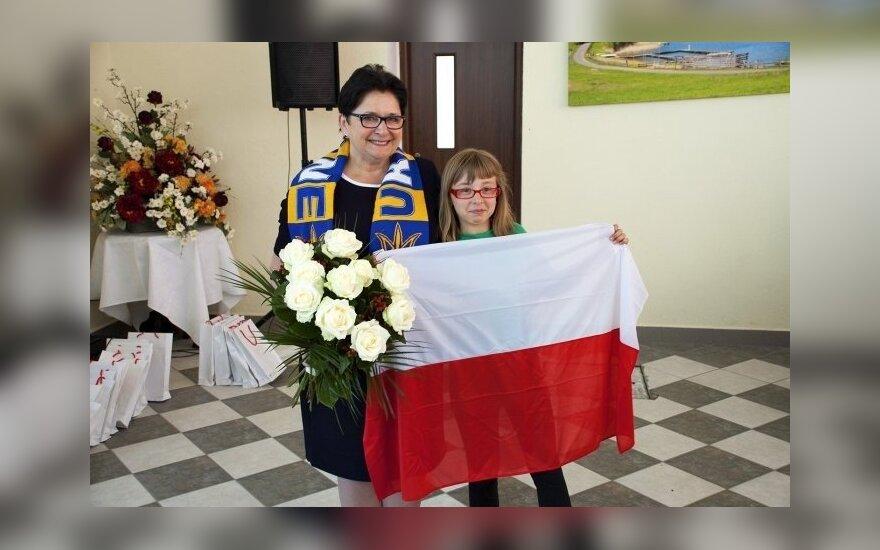 Minister Teresa Piotrowska z wizytą u rodzin polskiego pochodzenia ewakuowanych z Donbasu/ fot. Caritas Rybaki. MSW RP