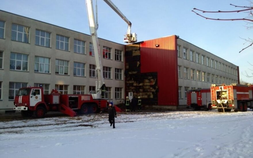 Telšiuose Džiugo gimnazijos pastate kilo gaisras