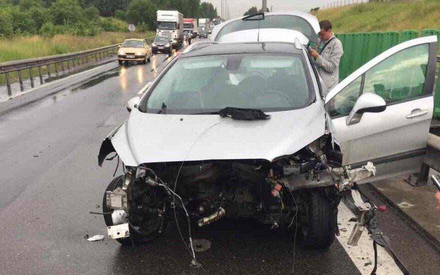 Из-за пьяного водителя на дороге Каунас - Вильнюс образовалась пробка