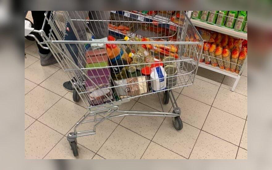 Pirkėjai perka ilgesnio galiojimo maisto produktus