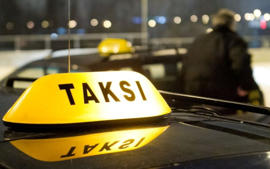 В Вильнюсе нетрезвый пассажир ограбил таксиста