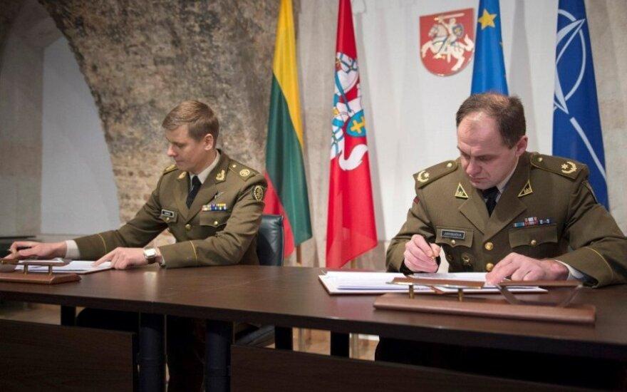 Литовская армия передает Союзу стрелков 500 автоматических винтовок