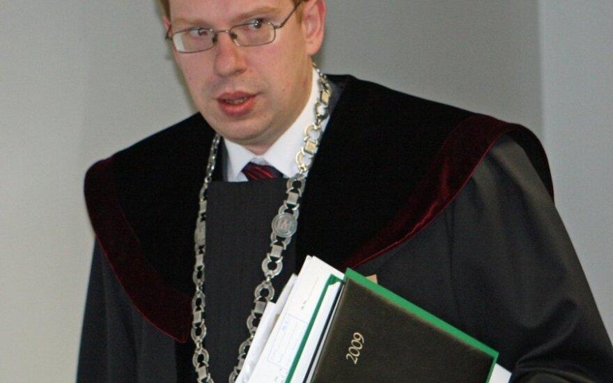 Крижявичюс сообщил Ведерису, что ему грозит дисциплинарное дело или увольнение по инициативе президента