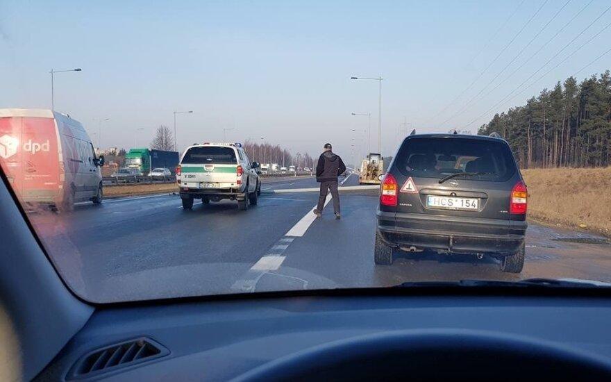 Под Каунасом произошло ДТП: на дороге Вильнюс-Каунас-Клайпеда затор