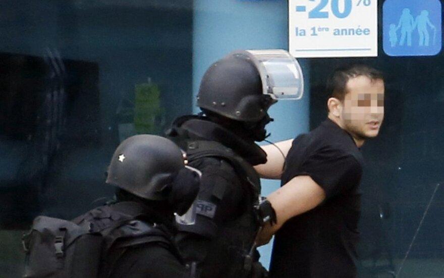 Франция: захватчик заложников под Парижем сдался полиции
