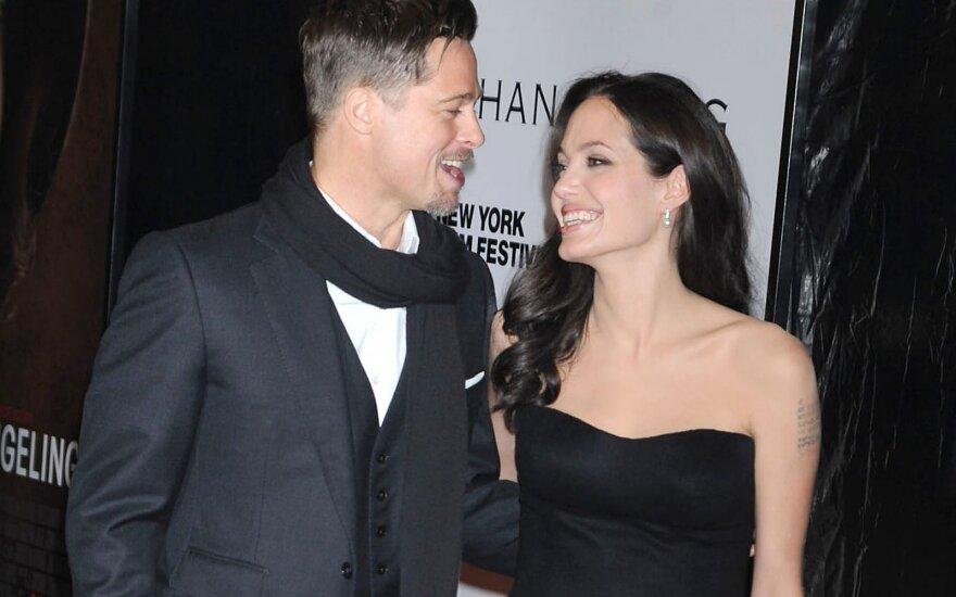 Анджелина Джоли и Брэд Питт налаживают отношения